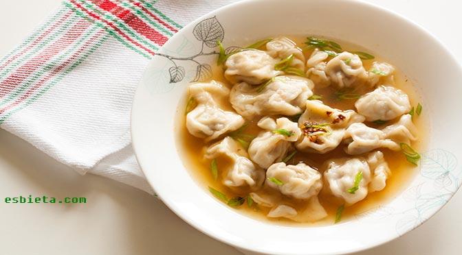 Deliciosa sopa wantan. Receta paso a paso ilustrado