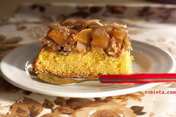 Pastel de manzana, miel y nueces. Paso a paso con fotos