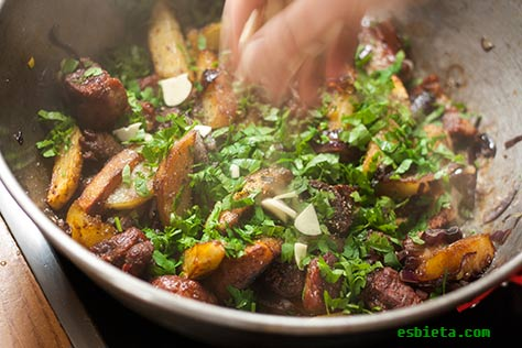 ojakhuri-carne-patatas-4