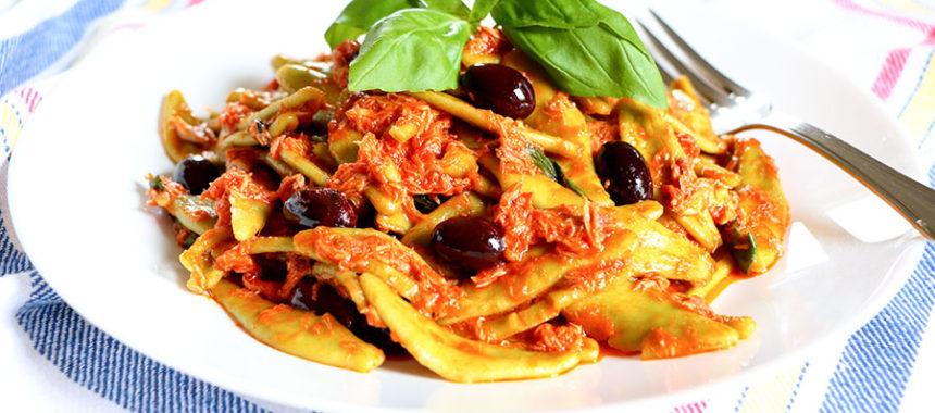 Pasta con Tomate, Atún y Aceitunas