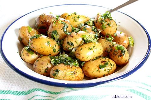 patatas cocidas con sofrito verde