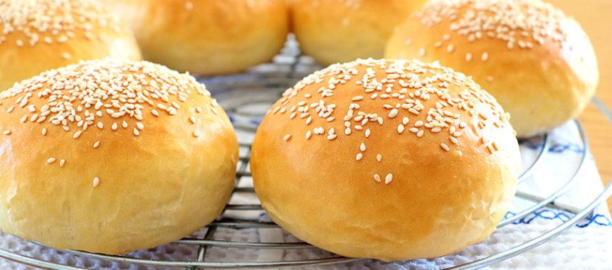 Pan de hamburguesa artesanal. Receta americana