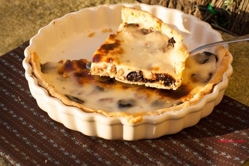 Pastel de ciruelas pasas, nueces y yogur griego. Paso a paso ilustrado
