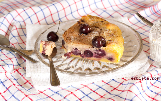 pastel de cerezas y canela