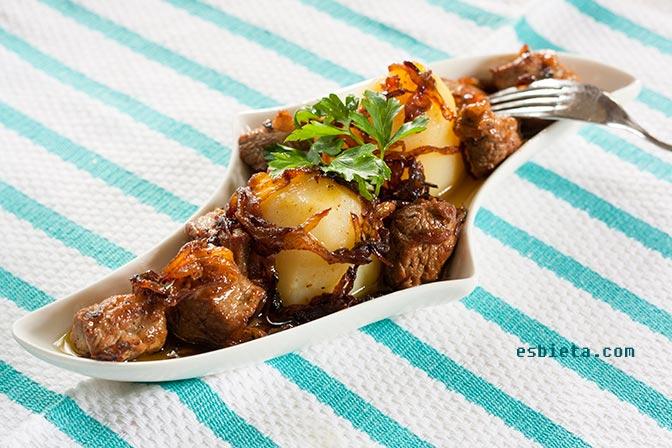 carne frita con cebolla
