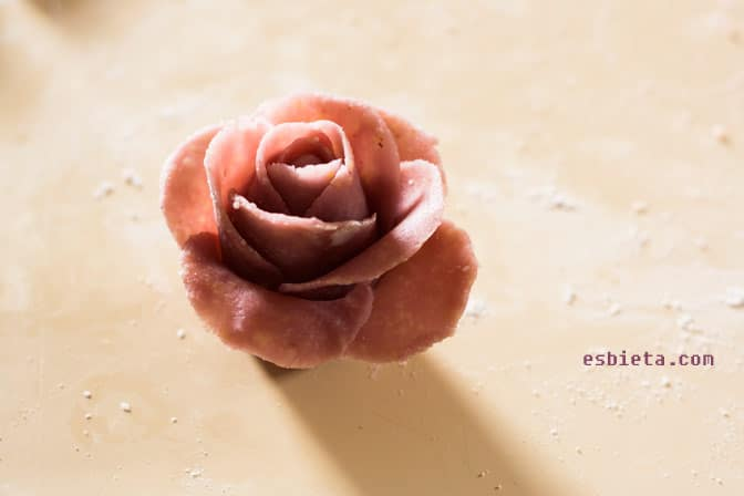 Como hacer rosas de mazapán paso a paso