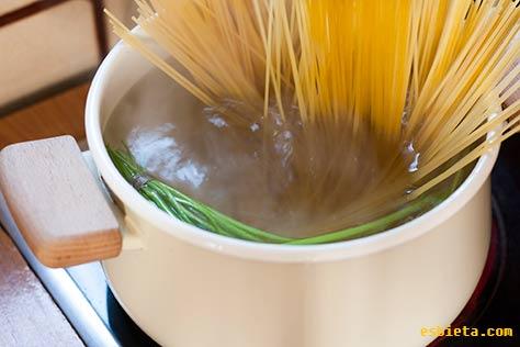 espaguetis-perejil-ajo-9