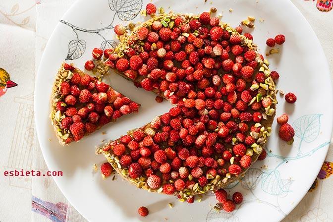 Tarta de fresas silvestres y té verde