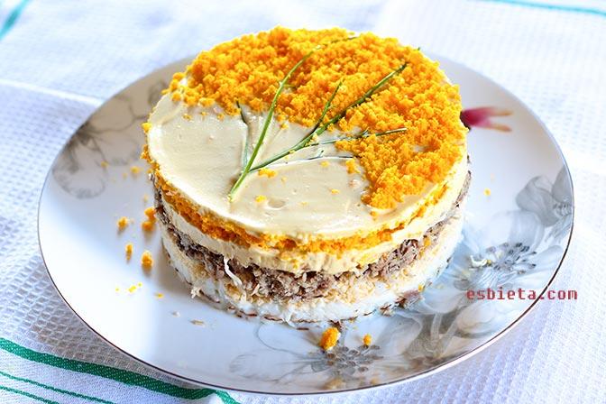 Ensalada de huevo, caballa y queso