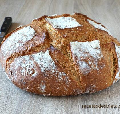 hogaza de pan casero sin amasar