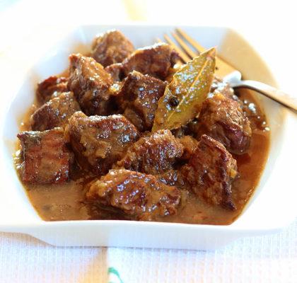 carne en salsa de cebolla