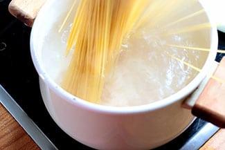 espaguetis-queso-pimienta-9