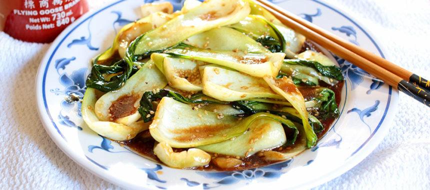 Bok choy (pak choy) con salsa de ostras
