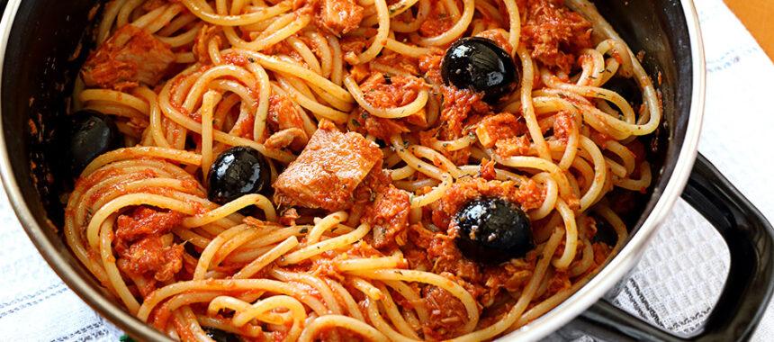 Espaguetis con atún para novatos. Receta rápida