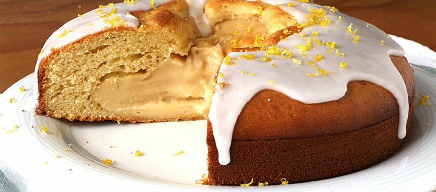 Bizcocho con crema pastelera dentro