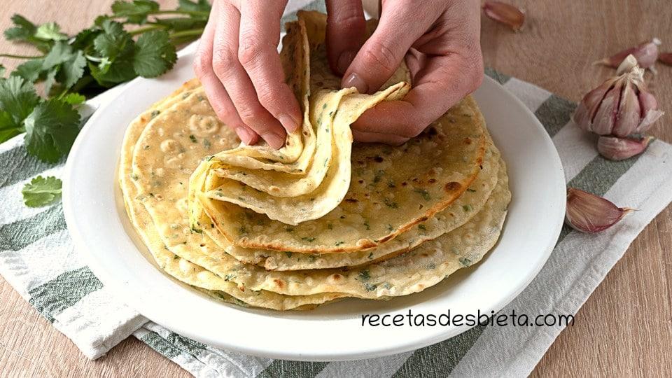 tortillas con ajo y finas hierbas